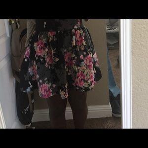 This a pretty floral mini skirt